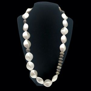 FAUX PEARL & SILVER TONE BEAD CHUNKY NECKLACE